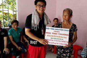 Chàng trai 22 năm làm từ thiện, xây nhà tình nghĩa cho người nghèo