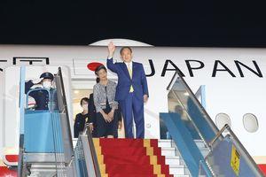 Hình ảnh Thủ tướng Nhật Bản bắt đầu thăm chính thức Việt Nam