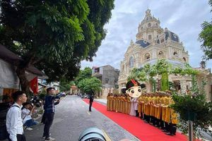 Tuyên Quang: Đám cưới siêu 'khủng' tổ chức trong lâu đài dát vàng, rước dâu bằng Rolls-Royce tứ quý 8888