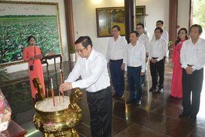 Trưởng Ban Tổ chức Trung ương Phạm Minh Chính viếng, dâng hoa, dâng hương Cụ Phó bảng Nguyễn Sinh Sắc
