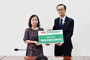 FE Credit hỗ trợ gia đình liệt sĩ Phạm Văn Hướng 300 triệu