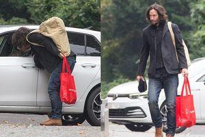 Keanu Reeves hôn bạn gái ở phim trường 'Ma trận 4'
