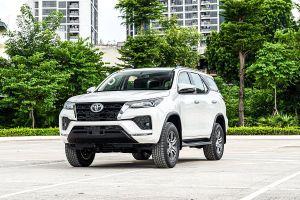 Giá xe ô tô hôm nay 19/10: Toyota Fortuner dao động từ 995 - 1.388 triệu đồng