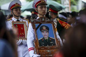 Người dân quê nhà đưa tiễn Thiếu tướng Nguyễn Hữu Hùng