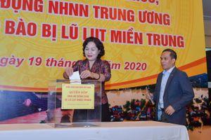 Cán bộ NHNN ủng hộ đồng bào miền Trung bị thiệt hại do thiên tai