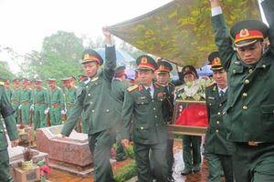 Thành phố Vinh (Nghệ An) tổ chức lễ an táng các liệt sĩ hy sinh khi làm nhiệm vụ khắc phục hậu quả lũ lụt tại tỉnh Thừa Thiên-Huế