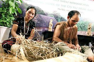 Giới thiệu nghề đan lát Cơ Tu tại Hà Nội