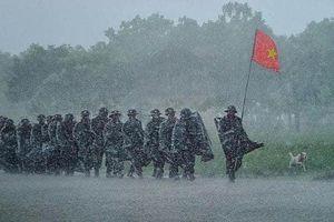 Nghệ sĩ Việt đau buồn tiễn biệt các chiến sĩ, người dân thiệt mạng do mưa lũ