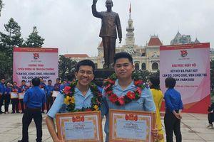Hai công chức Hải quan TPHCM nhận giải thưởng 'Công chức trẻ, giỏi, thân thiện'