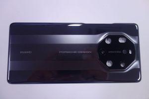 Huawei Mate 40 RS Porsche Design lộ ảnh thực tế 'siêu chất' cảm biến đo nhiệt độ, giá 2.348 USD