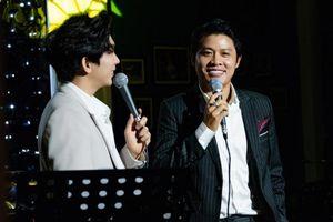 Nguyễn Văn Chung da diết trong đêm minishow, tuyên bố trở lại với dòng nhạc sở trường