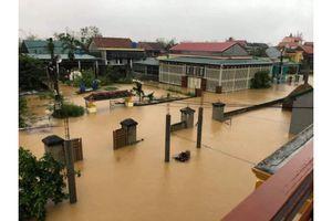Lũ lớn tại Quảng Bình vượt mốc lịch sử, đe dọa mạng sống người dân