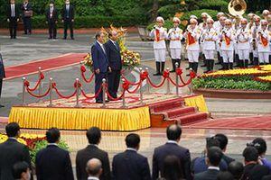 Chùm ảnh: Thủ tướng Nguyễn Xuân Phúc đón, hội đàm với Thủ tướng Nhật Bản