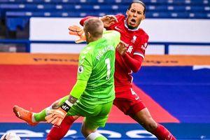 Van Dijk lên bàn mổ, chưa biết bao giờ trở lại