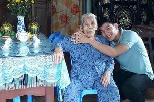 Võ Kim Bản lấy nước mắt người hâm mộ với clip cảm động về người mẹ thứ 2 nhân ngày phụ nữ Việt Nam
