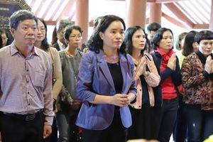 Thứ trưởng Bộ VHTTDL Trịnh Thị Thủy cùng Công đoàn Bộ dâng hương tưởng niệm Chủ tịch Hồ Chí Minh tại Ba Vì