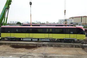 Đoàn tàu tuyến metro Nhổn- Ga Hà Nội lăn bánh trên đường ray
