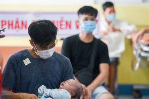 Bệnh viện ở TP.HCM đông nghẹt trẻ bị tay chân miệng