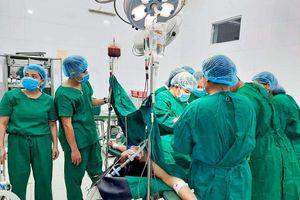 Cứu thai phụ mang bầu 14 tuần bị vỡ tử cung
