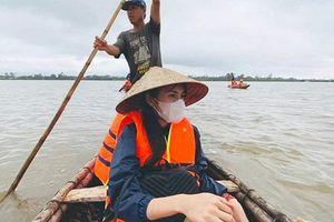 Buông lời mỉa mai, săm soi đồ Thủy Tiên mặc khi đi cứu trợ, nữ MC bị dân mạng chỉ trích dữ dội