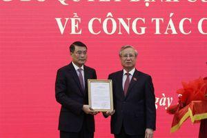 Trao quyết định của Bộ Chính trị điều động ông Lê Minh Hưng làm Chánh Văn phòng Trung ương Đảng