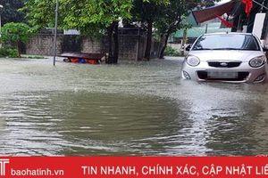 Sáng nay, nhiều phường ở TP Hà Tĩnh vẫn ngập sâu trong nước