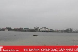 Hơn 3.900 hộ dân Lộc Hà bị đang bị nước lụt bao vây