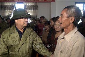Phó Thủ tướng Trịnh Đình Dũng thăm, động viên người dân vùng lũ Quảng Bình