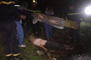 Cô gái nhảy từ trên cầu xuống sông nhưng rơi trúng bãi đất bồi nên thoát chết trong gang tấc