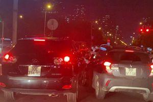 Camera giao thông: VinFast Fadil và Lexus RX350 rượt đuổi nhau như phim hành động