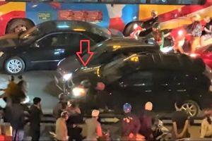Clip: Ô tô Vinfast Fadil và Lexus RX 350 rượt đuổi, tông nhau như phim hành động