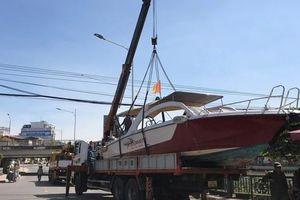 Liên đoàn Võ thuật tổng hợp Việt Nam cùng Báo Điện tử Tổ Quốc đưa ca nô cao tốc vào Quảng Bình cứu trợ người dân vùng lũ