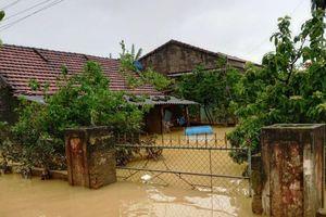 Quảng Bình thiếu phương tiện thủy cứu trợ vùng bị lũ cô lập