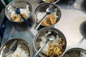 Hàng nghìn học sinh bị ăn bớt khẩu phần ở Khánh Hòa: Tạm dừng bếp ăn bán trú