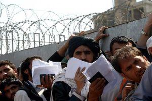 Afghanistan: Giẫm đạp kinh hoàng khi xếp hàng xin visa, 15 người thiệt mạng