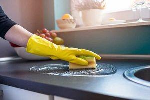 5 mẹo hay giúp xử lý sạch vết dầu mỡ bám khi nấu ăn
