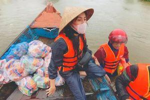 Thủy Tiên bị nổi ghẻ sau 1 tuần lặn lội trong nước lũ ở miền Trung: 'Ghẻ rồi, ngứa mà không dám gãi'