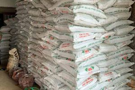 Lâm Đồng: Phát hiện 40 tấn phân bón giả sản xuất bằng đất và bột đá