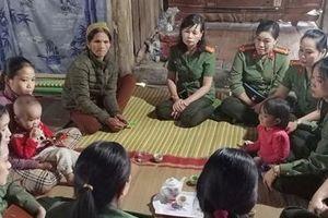 Hội phụ nữ Công an Hà Giang thăm hỏi tặng quà cho gia đình có hoàn cảnh khó khăn