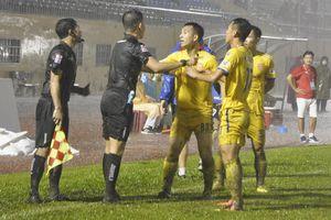 Trưởng Ban trọng tài VFF thừa nhận có vấn đề 'khó giải thích' với CLB Nam Định