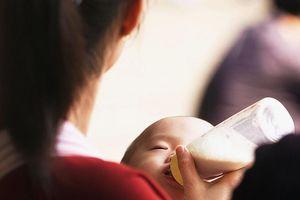 Người giúp việc bị bỏ tù vì đánh bé 1 tháng tuổi ở Singapore