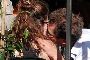 Lily James và Dominic West có thể bị phạt sau vụ ngoại tình