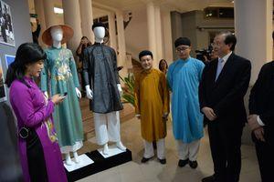 Chiêm ngưỡng trang phục đẹp nhất của 10 quốc gia ASEAN