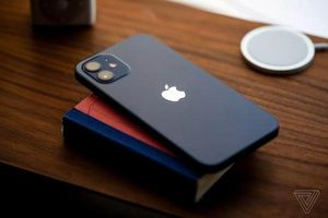 Trên tay iPhone 12 đầu tiên: Có đáng để 'xuống tiền'?