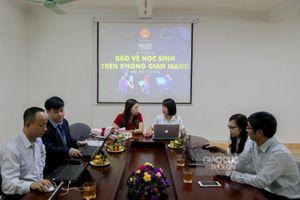 Giao lưu trực tuyến: Bảo vệ học sinh trên không gian mạng