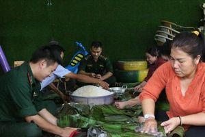 Kon Tum: Người dân gói hơn 3.000 chiếc bánh chưng hỗ trợ đồng bào miền Trung