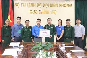 Cục Chính trị BĐBP tiếp nhận vật chất ủng hộ đồng bào miền Trung