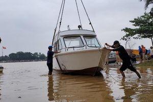 Đưa ngay 2 ca nô do Tập đoàn TNG tặng vào khắc phục hậu quả lũ lụt