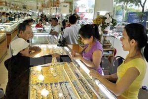Giá vàng thế giới tăng khoảng 1% khi đồng USD yếu đi phiên 21/10