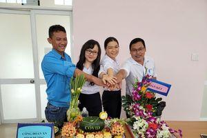 Nữ lao động Sovigaz nâng tầm nghệ thuật cho hoa và trái cây